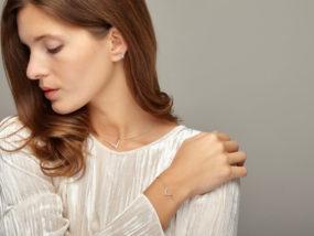 studio photo r2shoot visuel ecommerce ambiance porté bijoux mannequin Photographie bijoux porté mannequin